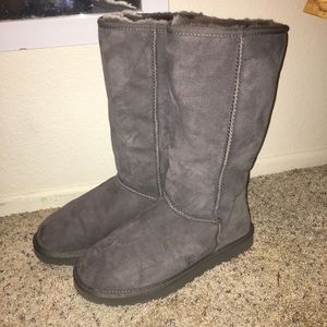 UGG Tall Classic Boot in Grey